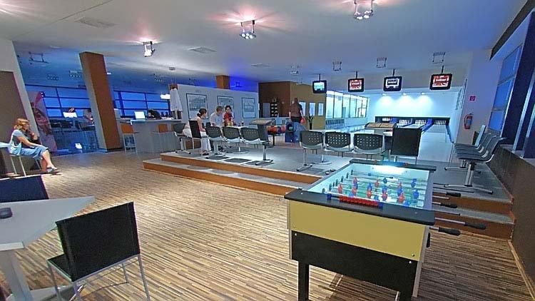 Prevádzka Time out bowling pub Vás srdečne pozýva do svojich priestorov.  Nachádzame sa na 2. poschodí OC Južanka v Trenčíne na sídlisku Juh. b994d8aab77