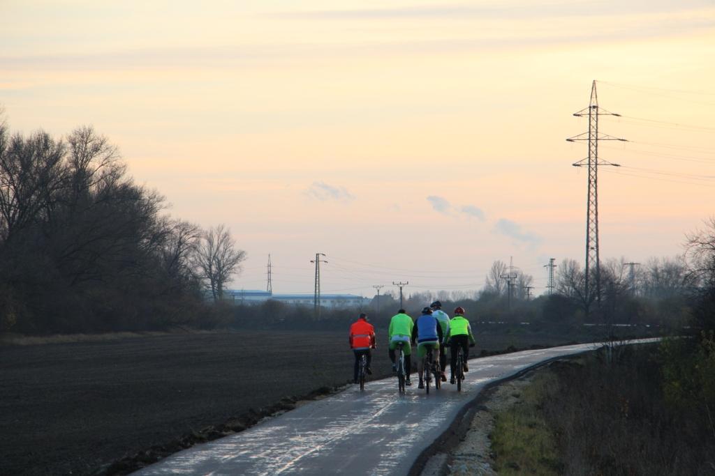 9e768176a Na jeho území vznikajú historicky prvé kilometre megaprojektu Vážskej  cyklotrasy, ktorá v dĺžke 100 km povedie naprieč celým samosprávnym krajom.  November ...